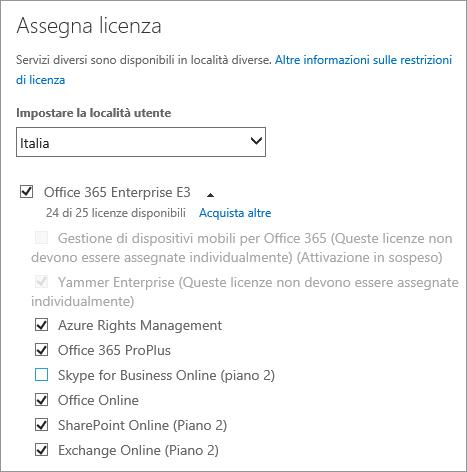 Screenshot del menu Assegna licenza con l'elenco di servizi espanso e tutti i servizi selezionati, tranne uno.