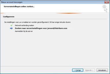 Dialoogvenster Nieuw account toevoegen, waarin wordt aangegeven dat instellingen van de e-mailserver worden geconfigureerd