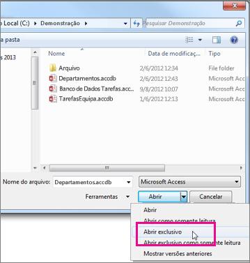A caixa de diálogo Abrir mostrando a lista suspensa no botão Abrir expandida, com ponteiro sobre a opção Abrir Exclusivo.