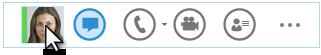 Captură de ecran a meniului rapid Lync cu cursorul oprit pe imaginea unei persoane de contact